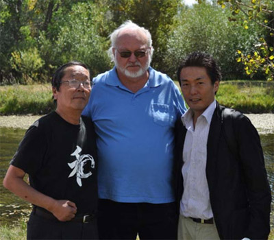 <Dr.Masaru Emoto, Clayton Nolte and Hiro Emoto promote agua estructurada or the structured water unit>
